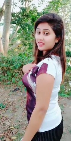 So cute and beautiful girl Beautiful Girl In India, Beautiful Girl Photo, Beautiful Women, Stylish Girl Images, Stylish Girl Pic, Beautiful Bollywood Actress, Most Beautiful Indian Actress, Beauty Full Girl, Beauty Women