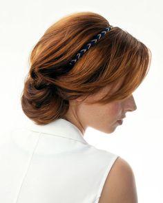 Rychlé účesy pro dlouhé vlasy – zkuste sváteční drdol s čelenkou!