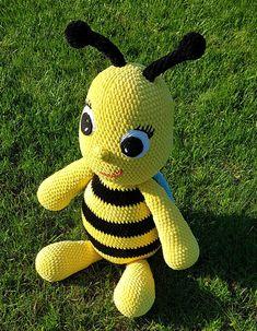 Giant bee crochet pattern amigurumi OliMori pszczoła schemat