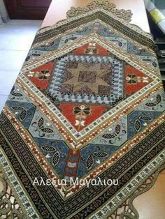 Palestinian Embroidery, Vintage Romance, Color Studies, Crochet Crafts, String Art, Cross Stitching, Hand Embroidery, Bohemian Rug, Diy And Crafts