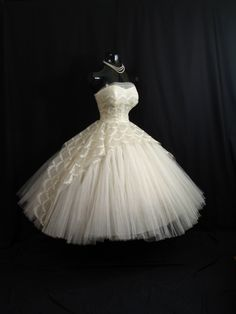 Vintage 1950's White Ivory Tulle Lace Metallic Circle Gown
