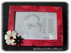 Cadre personnalisé pour photo 10x15. Thème Arabesque. Fushia, noir et blanc