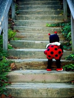 Little lady bug. The cutest little lady bug i have ever seen! Little People, Little Ones, Little Babies, Cute Babies, Lil Baby, Kind Photo, Jolie Photo, Baby Kind, Beautiful Children