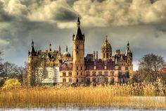Das SCHWERINER SCHLOSS - wunderschön und toll gelegen auf einer ufernahen Insel im Schweriner See