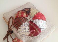 En mi página blog personal encontrarás patchwork, detalles con encanto, bordado, tutoriales, viajes, y muchas cosas más... Sewing Case, Needle Book, Journal Covers, Book Binding, Book Making, Tag Art, Couture, Pin Cushions, Patches