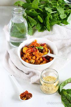 Kikhernepastaa ja puolikuivia tomaatteja | Chocochili