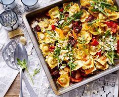 Ravioli vom Blech Rezept | LECKER Popular Recipes, My Recipes, Pasta Recipes, Free Recipes, Mozzarella, Vegan Pasta, Vegetable Pizza, Pasta Salad, Food Inspiration