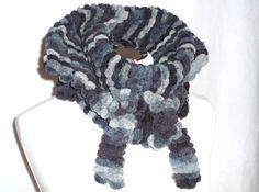 Geschenkidee - Kuschel-Kragen in Grautönen - Peppt Leder- oder Jeansjacke ebenso auf wie ein Kostüm.