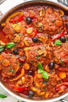 Chicken Tomato Olive Recipe, Chicken With Olives, Tomato Sauce Chicken, Italian Chicken Cacciatore, Cacciatore Recipes, Braised Chicken, Oven Baked Chicken, Onion Recipes, Chicken Thigh Recipes