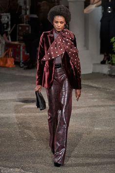 Tommy Hilfiger Fall 2019 Ready-to-Wear Fashion Show - Vogue Fashion Week, Work Fashion, Fashion 2020, Runway Fashion, High Fashion, Winter Fashion, Fashion Outfits, Womens Fashion, Fashion Trends