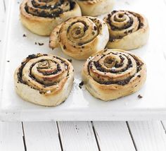 Olive bread swirls - perfect olive rolls recipe for lunch parties and buffets. Can make 2 months ahead and freeze.  Try filling with olives + feta + sun dried tomatoes + pine nuts + basil!