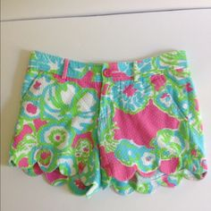Lilly Pulitzer Buttercup Shorts Lilly Pulitzer buttercup shorts gently worn. Size 00. 100% cotton. Machine wash cold. Tumble dry.  No trades or Paypal please. Lilly Pulitzer Shorts