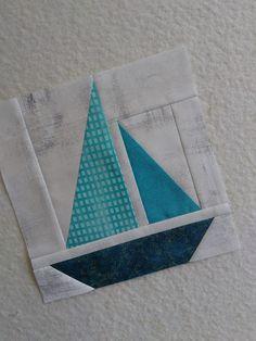 Sailboat quilt block Fish Quilt Pattern, Mini Quilt Patterns, Paper Piecing Patterns, Pattern Blocks, Sailboat Baby Quilt, Nautical Quilt, Quilting Tutorials, Quilting Designs, Colchas Quilting