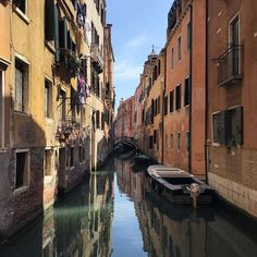 Buonasera from #Venezia. Wish you all a great w/end   #lifeonwater  ________________  #tv_pointofview #tv_living #darlingmovement #thatsdarling #reflectiongran #waterreflections #ic_reflections #exklusive_shot #exk_art #ig_exquisite #ig_worldclub #exclusive_reflections #splendid_reflections #pocket_italy #pov_italy #loves_venezia #venice #veniceitaly #wonderlust #wanderlust #neverstopexploring #exploremore #fatalframes #exploreeverything #mastershots #evenice #volgoveneto #discovery_venice…