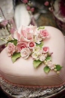 Pretty Cakes, Beautiful Cakes, Amazing Cakes, Birthday Cake With Flowers, Heart Cakes, Icing Flowers, Valentine Cake, Engagement Cakes, Gift Cake