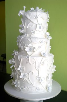 White floral cake by Cakelava