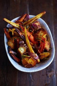 the best roast potatoes, Jamie Oliver (UK) Vegetable Recipes, Vegetarian Recipes, Cooking Recipes, Healthy Recipes, Food For Thought, Perfect Roast Potatoes, Roasted Potato Recipes, Roasted Potatoes, Mets
