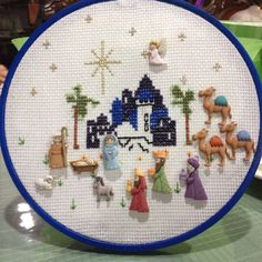 Pin en Nativity crafts for Christmas Christmas Sewing, Christmas Love, Christmas Cross, Nativity Crafts, Christmas Projects, Holiday Crafts, Felt Christmas Decorations, Christmas Nativity Scene, Cross Stitch Embroidery
