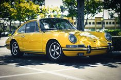 classic 911 in Urine-Yellow! #Chelala