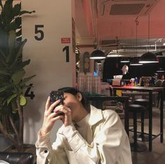 Colorful Wallpaper, Girl Wallpaper, Korean Eye Makeup, Aesthetic Hair, Uzzlang Girl, Insta Photo Ideas, Reaction Pictures, Aesthetic Pictures, Photography Poses