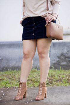 [:en]Transitioning into spring with a corduroy skirt, light weight sweater and, cognac details. Beautiful Girl Body, Beautiful Legs, Big Girl Fashion, Curvy Women Fashion, Michael Kors Shop, Thighs Women, Very Short Dress, Big Legs, Curvy Outfits