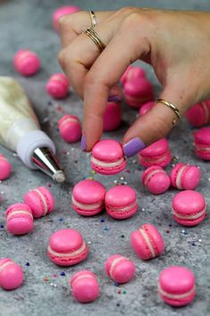 Mini Macarons Recipe, Macaron Cookies, Macaroon Recipes, Mini Cookies, Small Batch Baking, Pavlova Recipe, French Macaroons, Gel Food Coloring, Mini Eggs