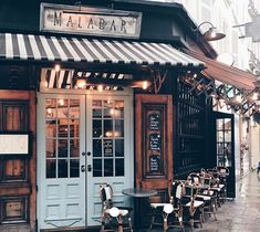 merci Julia Engel for the - Reisen & Restaurants Restaurant Bar, Restaurant Interior Design, Modern Restaurant, My Coffee Shop, Coffee Shop Design, Coffee Shop New York, Paris Coffee Shop, Rustic Coffee Shop, Vintage Coffee Shops