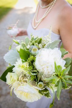 Gorgeous flowers in this country chic wedding http://candacejefferyphotography.com/blog/