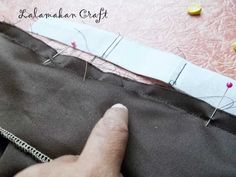 Saya sudah membuat beberapa postingan terkait dengan pembuatan rok lipit ini, hari ini saya juga akan memberitahu salah satu cara menjahit ...