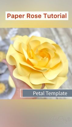 Big Paper Flowers, How To Make Paper Flowers, Paper Flowers Craft, Paper Flower Wall, Paper Flower Backdrop, Paper Crafts, Diy Cardstock Flowers, Diy Paper Roses, Paper Flower Centerpieces