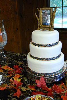Mossy Oak Wedding Cake by Keyes Couture Cakes, via Flickr