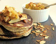Zauber Dir Deinen Low Carb Pancake mit gemahlenen Mandeln und Leinsamen anstatt Mehl mit leckerem Apfelkompott. Super einfach und super lecker!