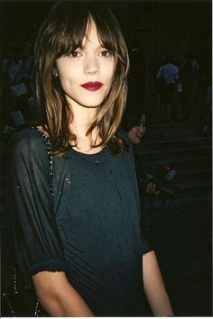 I like Freja's red lipstick teamed with a bare face.