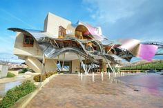 Frank Gehry transformed the Marques de Riscal winery in Spain's Basque Country into a visual spectacle. Jean Nouvel, Frank Gehry, Zaha Hadid, Spa Design, House Design, Modern Design, Design Ideas, Spa Treatment Room, Rem Koolhaas