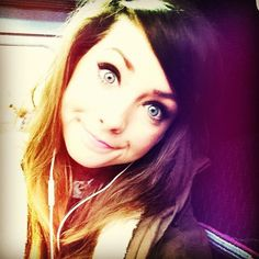 Zoella is amaziiiiinggg Joe And Zoe Sugg, Zoella Beauty, Tanya Burr, Youtube Sensation, Girl Online, Book Girl, Celebs, Celebrities, One Pic
