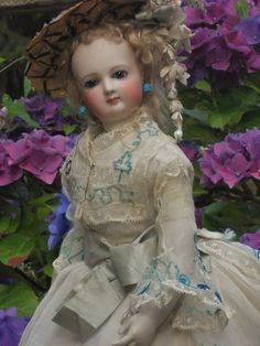 """16,5"""" ca 1870. Delicate French Bisque Poupee with Marvelous Costume"""