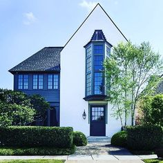 Good Saturday. An amazing #house by @mcalpinehouse in Baton Rouge. I can only imagine the #interiors! #inspo