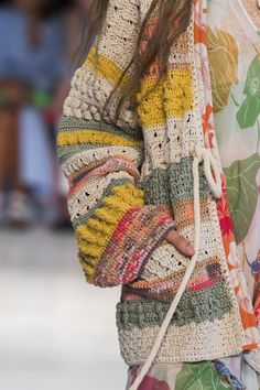 Etro at Milan Fashion Week Spring 2019 Etro at Milan Spring 2019 (Details) History of Knitting String spinning, weaving and stitching jobs such as for instance. Pull Crochet, Mode Crochet, Knit Crochet, Crochet Braids, Hand Crochet, Cardigan Au Crochet, Crochet Jacket, Cardigan Pattern, Jacket Pattern