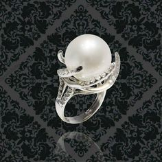 """The famous """"UFO"""" diamond and South Sea pearl ring, it is simply out of this world by @PearlsCenter #pearlscenter #italcatena #pearls #pearl #jewelry #jewellery #jewelrygram #ootd #fashionstyle #fashionblogger"""