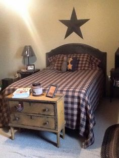 Cozy Country Bedroom for a spare bedroom! Primitive Country Bedrooms, Primitive Bathrooms, Primitive Homes, Country Primitive, Americana Bedroom, Country Sampler, Bedroom Country, Prim Decor, Country Decor