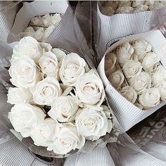 Good morning! We love white roses, and today it feel very right to decorate our showroom with some fresh roses 🌸👋🏻 #cadelldesign #decoration #inspire #interior #styling #interiorstyling #homedecor #vakrerom #interiordesign #interiors #charminghomes #interior123 #fashion #bestoftheday #bedroom #photography #followme #homestyling #inspohome #interiorandhome #elegant #like4like #picoftheday #l4l #interior4all #elegance #livingroom #nordiskehjem #vakrehjem