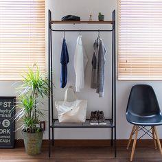 解説 天然木とスチールを組み合わせた家具シリーズ、Arure(アルレ)。単一素材の家具とは一味違うおしゃれを演出でき、ナチュラル・ヴィンテージや西海岸風などの飾らないスタイルとマッチします。棚付きのハンガーラックは、よく着る服や帽子、バッグなどをサッと収納・取り出しできるのがポイントです。 サイズ 約 幅80 × 奥行40 × 高さ173 cm 重量 約 4.5kg 耐荷重 約 15kg 材質 棚板:オーク突板(ラッカー塗装) 脚・棚:スチール(エポキシ樹脂塗装) 備考 組み立て品 ※商品の性質上、木目・色調は商品によりばらつきがあり、サイズに多少の誤差がございます。 予めご理解の上、お買い求め下さい。 生産国 台湾