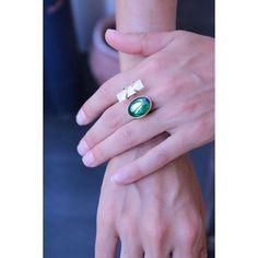 Complètement amoureuse de ma nouvelle bague...il reste une pièce disponible sur l'eshop pour les intéressées 👉🏻lesensdudetail.com #bague #amour #pierre #cadeau #accessoires