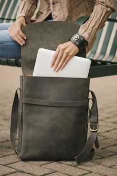 "When was the last time someone walked past you in the airport carrying a laptop case and you said to yourself, ""Wow that's a great looking laptop bag?"" Exactly! Well, with this casual yet modern design you'll be the envy of every commuter at the airport or anywhere else you might go. Click through to check out our Mac Messenger Bag."
