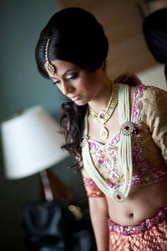 Indian bridal hair style with dupatta orange county 50 Ideas Celebrity Wedding Makeup, Indian Wedding Makeup, Wedding Makeup Artist, Desi Wedding, Bride Makeup, Wedding Ideas, South Asian Bride, South Asian Wedding, Asian Bridal