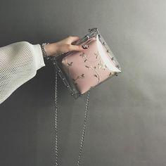 Clear Handbags, Purses And Handbags, Holographic Bag, Trendy Purses, Jelly Bag, Transparent Bag, Clear Bags, Beaded Brooch, Beautiful Bags