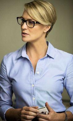 038784079c1e2c Heb jij een bril  12 korte kapsels speciaal voor vrouwen met brillen. Korte  Kapsels