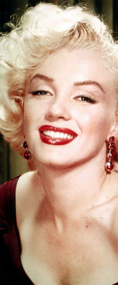 Iconic image of the Hollywood actress and sex symbol Marilyn Monroe …. #marilynmonroe #pinup #monroe #marilyn #normajeane #iconic #sexsymbol #hollywoodlegend #hollywoodactress #vintagephoto
