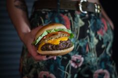 #food #comida #hamburguesa #fotografía #foto #producto Adobe Photoshop Lightroom, Digital Photography, Hamburger, American, Ethnic Recipes, Inspiration, Hamburgers, Food, Studio