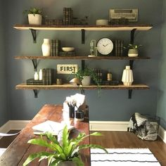 Open shelving and lots of natural light makes this quaint office a good place to get some work done✔️ #anddontforgettheplants